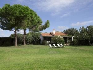 Capalbio Scalo Villa Sleeps 6 with WiFi - AbcAlberghi.com