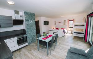 obrázek - Nice apartment in Bled w/ Outdoor swimming pool, Sauna and Outdoor swimming pool