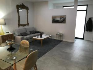 New Renovated centrally located Private entrance terrace