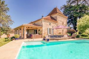 Castelmoron sur Lot Chateau Sleeps 20 Pool WiFi
