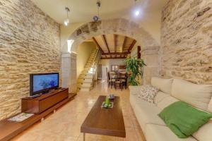 Alcudia Villa Sleeps 4 with Air Con and WiFi
