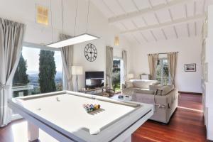 Villa Maona - con piscina tra Firenze e Pisa - AbcAlberghi.com