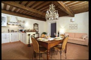 San Gimignano Apartment Sleeps 4 Air Con T218534 - AbcAlberghi.com