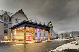 Holiday Inn Express & Suites - Lincoln East - White Mountains, an IHG hotel