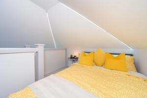 Super Cool Luxury Studio near the beach Smart TV WiFi Netflix