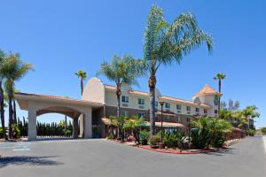Holiday Inn Express Hotel & Suites San Diego-Escondido, an IHG Hotel