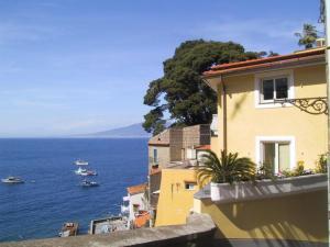 Sorrento Apartment Sleeps 4 Pool WiFi - AbcAlberghi.com