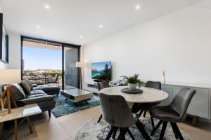 Convenient 2-Bed Apartment with Panoramic Views
