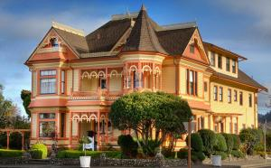 Gingerbread Mansion - Accommodation - Ferndale