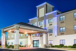 Holiday Inn Express Hotel Howe / Sturgis, an IHG Hotel