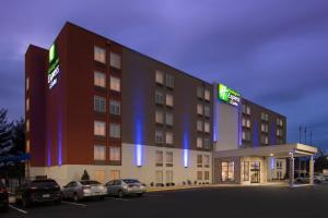 Holiday Inn Express & Suites C..