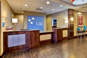 Holiday Inn Express & Suites Oak Ridge, Hotels  Oak Ridge - big - 21