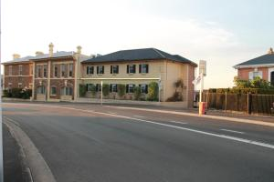 Coach House Launceston - Hotel