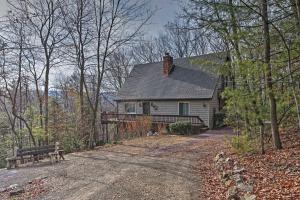 Palmerton Home on 3 Acres- 5 Mi. to Blue Mountain! - Hotel - Palmerton