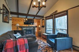 Cozy Beech Mountain Family Retreat with 2 Decks!