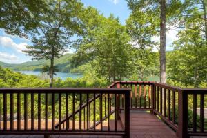 Mountainside Retreat - Stunning Watauga Lake Views - Hotel - Butler