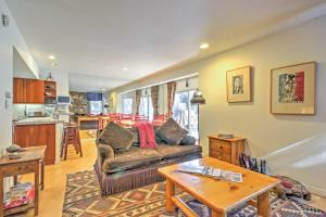 Cozy Aspen Townhouse with Grill, WiFi and Mtn Views! - Hotel - Aspen