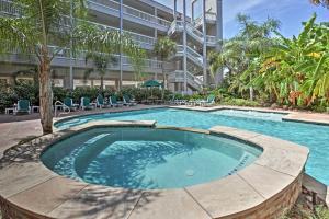 Beachfront Galveston Condo with Pool & Ocean Views!, Дома для отпуска  Галвестон - big - 23