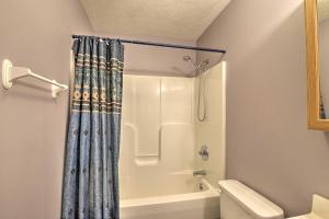 Updated Massanutten Home with Hot Tub and Pool Table! - Hotel - Massanutten