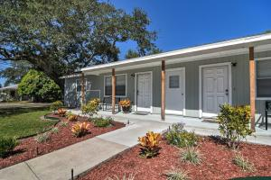 Largo Townhome - 10 Mins. to Indian Rocks Beach!