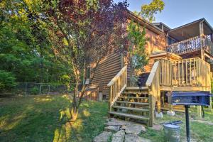 Cabin on Table Rock Lake with Hot Tub & Fire Pit!, Dovolenkové domy  Blue Eye - big - 29