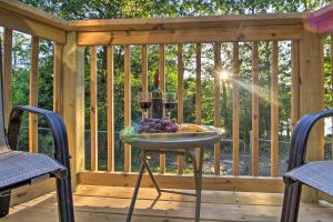 Cabin on Table Rock Lake with Hot Tub & Fire Pit!, Dovolenkové domy  Blue Eye - big - 27