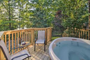 Cabin on Table Rock Lake with Hot Tub & Fire Pit!, Dovolenkové domy  Blue Eye - big - 17