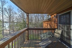 Cabin on Table Rock Lake with Hot Tub & Fire Pit!, Dovolenkové domy  Blue Eye - big - 24