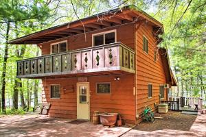 Warm and Cozy Cabin with Dock and Fire Pit on Largon Lake - Hotel - Cumberland