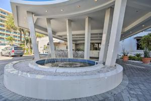 Luxe Beachfront Ft Lauderdale Resort Condo with Pool!