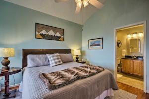 Cozy Condo with Mountain Views - 2 Miles to Resort!
