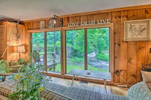 The Mill River Cabin with Fireplace and River View! - Hotel - Mill River