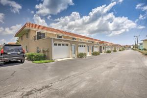 Townhome on St. Augustine Beach w/ Pool & Patio!, Prázdninové domy  Coquina Gables - big - 20