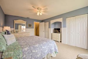 Townhome on St. Augustine Beach w/ Pool & Patio!, Prázdninové domy  Coquina Gables - big - 14