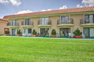 Townhome on St. Augustine Beach w/ Pool & Patio!, Prázdninové domy  Coquina Gables - big - 23