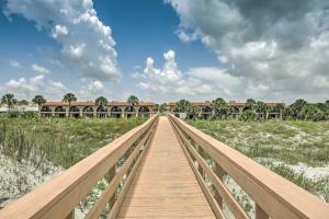 Townhome on St. Augustine Beach w/ Pool & Patio!, Prázdninové domy  Coquina Gables - big - 4