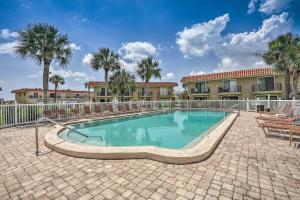 Townhome on St. Augustine Beach w/ Pool & Patio!, Prázdninové domy  Coquina Gables - big - 3