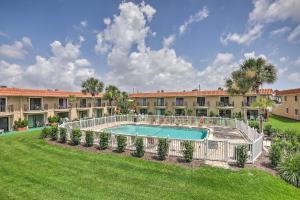 Townhome on St. Augustine Beach w/ Pool & Patio!, Prázdninové domy  Coquina Gables - big - 24