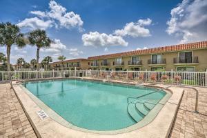 Townhome on St. Augustine Beach w/ Pool & Patio!, Prázdninové domy  Coquina Gables - big - 25