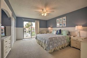 Townhome on St. Augustine Beach w/ Pool & Patio!, Prázdninové domy  Coquina Gables - big - 12