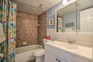 Townhome on St. Augustine Beach w/ Pool & Patio!, Prázdninové domy  Coquina Gables - big - 19