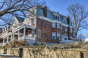 Historic Cumberland Home with Deck and Valley View! - Hotel - Cumberland