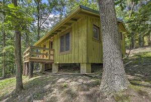 Cabin with Deck & Ranch - 1 Mi to Raystown Lake! - Hotel - Huntingdon