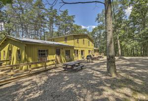 Rustic 'Clint Eastwood' Ranch Apt by Raystown Lake - Hotel - Huntingdon
