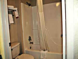 Super 8 by Wyndham San Antonio at I-10, Motel  San Antonio - big - 2