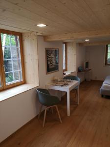Stilvolles Zimmer mit Badezimmer