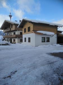 Ferienwohnungen Recherhof - Hotel - Hochfilzen