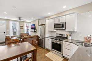 Luxury Rooms near Temple U, Drexel, UPenn, and the MET