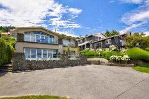 Queenstown House Boutique Bed & Breakfast and Apartments