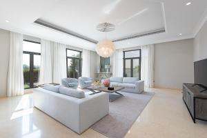 Maison Privee - Stylish Luxury Villa w Pool & Beach on the Palm - Dubai